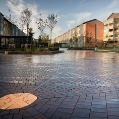 Clay pavers create peacefulness on terraces and squares. They provide unity, contributing to the harmony of colour, style and appearance. This lets them generate an almost natural link between aesthetics and functionality.   #claypavers #landscapedesign #paving #inspirationbywienerberger