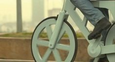 This amazing lightweight bike is made entirely out of cardboard Sustainable Design, Sustainable Living, Creative People, Making Out, Inventions, Innovation, Cool Designs, The Incredibles, Bike