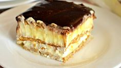 This easy graham cracker eclair cake recipe an easy, no bake dessert that's sure to impress the family every time! Make this ASAP and see! Eclair Cake Recipes, Cookie Recipes, Eclair Recipe, Chocolate Eclair Cake, Romanian Desserts, Sweet Tarts, Eclairs, Savoury Cake, Yummy Cookies