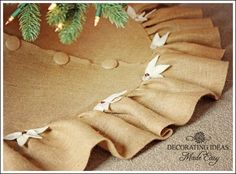 Tutorial  Christmas Tree Skirt Pattern That is Easy and Gorgeous!  [UBBER cute!  Even the buttons are covered!!!]