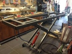 Homemade Motorcycle Lift Table Motorcycle Lift Table - Homemade motorcycle lift table fabricated from steel tubing. Welding Cart, Diy Welding, Welding Table, Garage Lift, Garage Tools, Garage Workshop, Garage Shop, Workshop Ideas, Motorcycle Lift Table