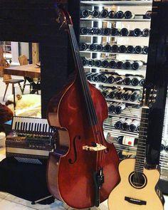 Heute wird wieder aufgspielt im #silvretta ...  Freuen uns auf euren Besuch...  #sonntag #livemusic #volksmusik #Silvrettas #tanzen #gutestimmung #wiartshaus #ischgl #tirolerisch Violin, Music Instruments, Good Vibes, Sunday, Dance, Musical Instruments