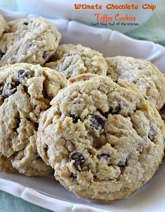 These fabulous Paula Deen cookies are filled with chocolate chips and Heath English Toffee Bits for spectacular flavor. Great for holiday baking. Toffee Bars, Toffee Cookies, Cookie Bars, Yummy Cookies, Cookie Mixes, Chocolate Toffee, Chocolate Chip Cookie Dough, Chocolate Chip Cookies, Dessert Chocolate