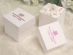 White favor boxes engraved