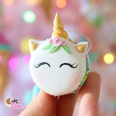 So yummy, you could almost taste it! This is a Fake Unicorn Macaron Ornament decorated with ranbow sprinkles.