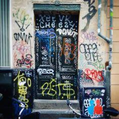 Copenhagen as Kiez as it gets. #Denmark #Copenhagen #publicart #streetart #art #graffiti #graffitiart #tags #frontdoor #housefront #colorful #urban #urbanlife #urbanliving #freespirit #cruise #meinschiff4 #scandinavia #Hamburg #stpauli #stp #kiez #Schanze #Schanzenviertel #ilovehh #hamburgmeineperle #instacopenhagen #instahamburg