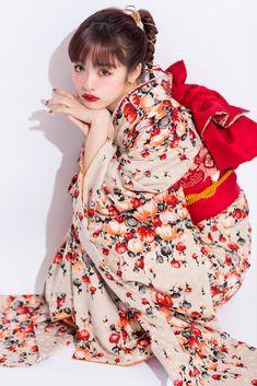 Japan Fashion, Kawaii Fashion, Kimono Fashion, Fashion Outfits, Yukata Kimono, Kimono Design, Beautiful Japanese Girl, Poses References, Japanese Kimono