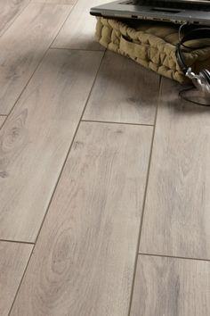 Le carrelage gris clair pour un sol moderne Basement Flooring Options, Basement Floor Plans, Basement Laundry, Murs Beiges, Modern Flooring, Beige Bathroom, Grey Tiles, Beige Walls, Home Decor Kitchen