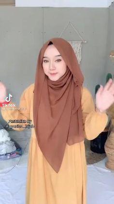 Modern Hijab Fashion, Hijab Fashion Inspiration, Muslim Fashion, Hijab Turban Style, Mode Turban, Simple Hijab Tutorial, Hijab Style Tutorial, Pashmina Hijab Tutorial, How To Wear Hijab