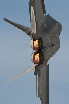 USA Stealth Raptor-Afterburners going vertical...