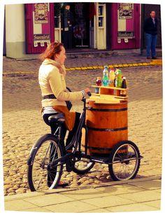 Tallinn (Estonia).  Un bel Bar 'Ciclo-mobile'.