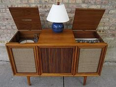 Credenza stereo: i would play my leif  garrret record on ours