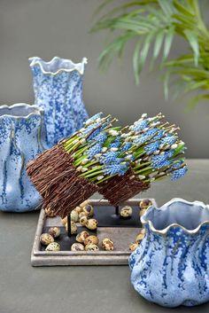 Rustic Flower Arrangements, Rustic Flowers, Table Flowers, Deco Floral, Arte Floral, Floral Design, Flower Boquet, Flower Art, Easter Flowers