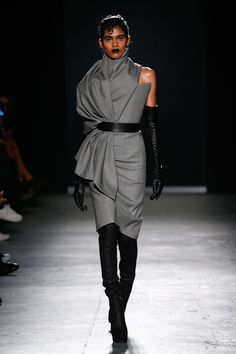 Gareth Pugh Fall 2018 Ready-to-Wear Fashion Show Collection