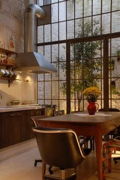 Vitor Penha - industrial chic rústico rustic reuso de design iluminação lightning cozinha kitchen parede tijolo branco white brick wall janela window