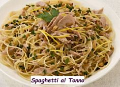 Vediamo adesso la nostra ricetta per fare gli spaghetti al tonno. Ovviamente si tratta di una ricetta tipica che sicuramente sapete preparare. Diciamo che si tratta più che altro di un'indicazione su come realizzare la ricetta di cucina spaghetti al Tonno classica. Come sempre partiamo dagli ingredienti. Ingredienti Spaghetti al Tonno per 4 persone. Spaghetti: grammi 400 Salsa di pomodoro passata: grammi 400Tonno so Spaghetti, Salsa, Ethnic Recipes, Food, Eten, Meals, Noodle, Salsa Music, Diet