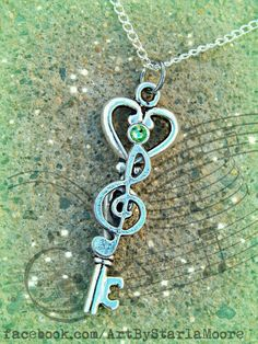 Musical Fantasy Key Peridot by ArtbyStarlaMoore on Etsy Key Jewelry, Cute Jewelry, Jewelery, Jewelry Accessories, Jewelry Making, Antique Keys, Vintage Keys, Cles Antiques, Old Keys