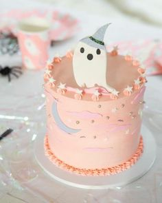 Cute Halloween Cakes, Happy Halloween, Bolo Halloween, Pink Halloween, Halloween Baking, Theme Halloween, Holidays Halloween, Halloween Kids, Halloween Treats
