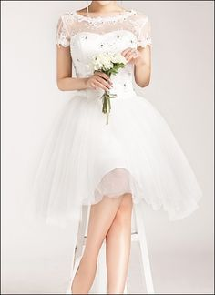 Nostalgic lace dress for the civil marriage... a pretty vintage-inspired little white dress for your special day!