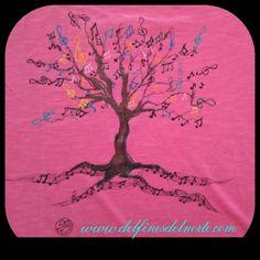 camiseta pintada a mano de árbol de la música con color