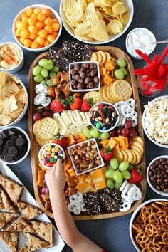 a Sweet and Salty Snack Board for your next party. The perfect snacks for e Make a Sweet and Salty Snack Board for your next party. The perfect snacks for e. Make a Sweet and Salty Snack Board for your next party. The perfect snacks for e. Snacks Für Party, Appetizers For Party, Appetizer Recipes, Party Trays, Snack Trays, Snack Platter, Easy Kid Party Food, Party Platters, Lunch Party Ideas