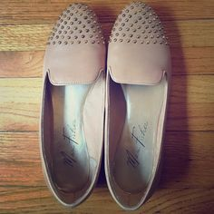 Marc Fisher nude leather + gold embellished flats Gently worn Marc Fisher genuine leather nude flats. Look great with skinny jeans or a skirt. Can be dressed up or down. Fantastic condition! Original box included Marc Fisher Shoes Flats & Loafers