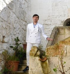 "‪#puglia‬ #sartoria ‪#turismo‬ ‪#fattoamano‬ ‪#apulia‬ #tailormade ‪#tourism‬ ‪#handmade  [IT] Intervista a Angelo Inglese, il sarto di Ginosa che veste l'""high society"" internazionale e ha sviluppato il turismo sartoriale in Puglia.  [EN] Interview with Angelo Inglese a tailor from Ginosa who wears the '""high international society"" and developed tailor-tourism in Puglia.  > http://www.itipicidipuglia.it/2015/10/24/angelo-inglese-la-semplicita-dell-eccellenza/"