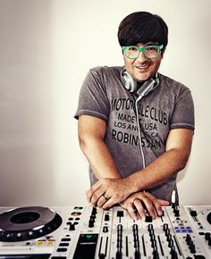 For this week's #SundaySessions we bring you one of Spain's hottest Dj's. He has played at concerts for Madonna, Ricky Martin & Miguel Bosé. He is Wally Lopez! His unmistakable glasses and fringe precede him! Read the interview on our website #Playlist here http://www.youtube.com/playlist?list=PLEbirRkRumjai38W9AAi6sMOgLnfsUEIA