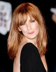 2009, Kelly Reilly les cheveux longs et une frange - Kelly Reilly : de boyish à glamour, on veut ses cheveux roux ! - Elle