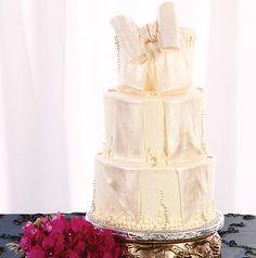 Photo: Larry Fagala ~ Cake: Virginia's Cakes & More #weddingcake #cake #weddingsinhouston