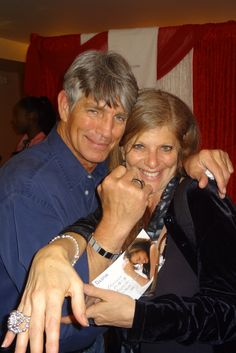 ULINX at the Oscar themed gifting suite. Actor Eric Roberts & His Wife both love ULINX!