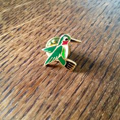Vintage enamel / metal hummingbird lapel pin