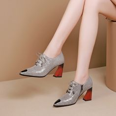 Women Pumps Shoes has never been so Fresh! Since the beginning of the year many girls were looking for our Of The Best guide and it is finally got released. Now It Is Time To Take Action! Shoes Boots Combat, Shoe Boots, Pump Shoes, Women's Pumps, Flat Shoes, Cool High Heels, Dressy Shoes, Business Shoes, Latest Shoe Trends