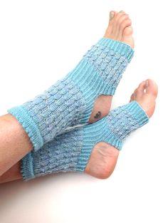 Hey, diesen tollen Etsy-Artikel fand ich bei https://www.etsy.com/de/listing/193603157/yoga-socken-hand-knit-pilates-piyo-tanz