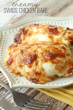 Delicious Creamy Swiss Chicken Bake - Ingredients Boneless Skinless Chicken Breast Slices Swiss Cheese (Mozzarella works too) ½ cup mayonnaise ½ cup sour cream ¾ cup grated Parmesan Cheese (divided) ½ tsp. Baked Chicken Recipes, Meat Recipes, Cooking Recipes, Vegetarian Recipes, Cooking Pork, Cooking Games, Top Recipes, Shrimp Recipes, Snacks