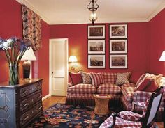 Red Interiors Are Fabulous.Especially At Christmas Eye For Design: Red Interiors sono favolosi …. Soprattutto a Natale Living Room Red, Living Spaces, Architectural Digest, Red Interior Design, Nordic Interior, Farrow Ball, Favorite Paint Colors, Vignette Design, Casa Real