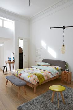 Clairoy hairdresser, 189 euros, bed Anda, from 549 euros, bedside Anda, 99 euros, after Anda bed, 229 euros, duvet cover Celadon from 26.99 euros, Hakin carpets from 129.99 euros La Redoute Interiors