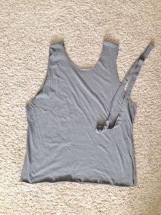 DIY T-Shirt Hack – No Sewing Required! | stickelberry Diy Shirt Print, T Shirt Diy, Sew Tshirt, Diy Shirts No Sew, Sewing Shirts, No Sew Refashion, Clothes Refashion, Shirt Alterations, Shirt Transformation