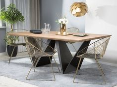 Eetkamerstoelen metaal goud set van 2 AURORA | Laat je inspireren! Bezoek eens onze webshop! Gratis bezorging en retourneren Accent Chairs, Steel Dining Chairs, Industrial Dining Room Table, Dark Wood, Dining Table, Contemporary Home Decor, Dining Room Industrial, Accent Ceiling, Wooden Tables