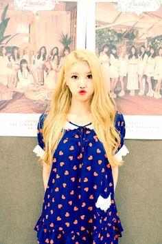 Lovelyz - Mijoo | 러블리즈 미주 Lovelyz Mijoo, Woollim Entertainment, Fitness Inspiration, Kpop, Dresses, Queen, Fashion, Style, Hair Stylists