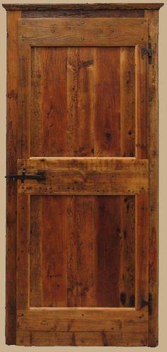 Riproduzione di una porta antica del '700 realizzata in abete di patina. Porte in stile antico realizzate su misura e personalizzabili. Visita il sito.