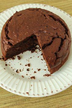 O bolo de chocolate e batata-doce tem gosto de doce da antigamente, feito com açúcar na medida certa!