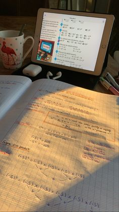 School Organization Notes, Study Organization, School Notes, Study Desk, Study Space, Study Pictures, School Study Tips, Pretty Notes, Study Hard