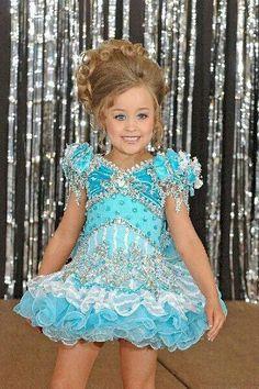 Beauty pageant Disney Classroom, Girls Pageant Dresses, Beauty Pageant, Kendall, Activities For Kids, Little Girls, Kids Fashion, Faith, Disney Princess