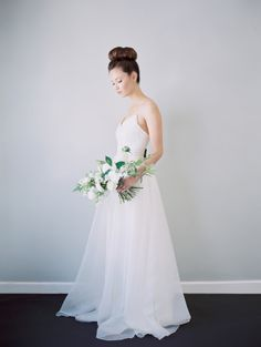 Fresh + modern bridal look: http://www.stylemepretty.com/california-weddings/berkeley/2016/06/24/kintsugi-editorial-submission/ | Photography: Blueberry Photography - http://www.blueberryphotography.com/