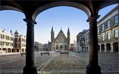 #Het Binnenhof - Al eeuwenlang is het Binnenhof in #Den Haag het centrum van de Nederlandse politiek. Tip:  Reserveer een rondleiding door de Ridderzaal en de Eerste en/of Tweede Kamer!