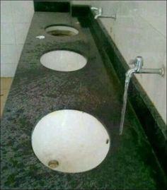 """Domanda: """" Posizione sbagliata del lavandino oppure del rubinetto?"""" Mah..."""