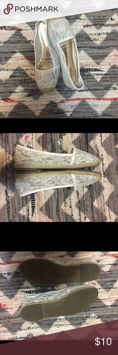 Jennifer Lopez White Lace Espadrille Sz 8.5 Jennifer Lopez white lace espadrilles, these were worn few times the insole is peeling in the inside and back part on inside is a little dirty, the uppers by toe are also have slight stains they are really hardly noticeable so you might not be able to tell from the photos - some slight fuzzing occurred from wear also seen in photos Jennifer Lopez Shoes Espadrilles