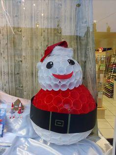 voici comment r alis un bonhomme de neige avec des gobelet en plastique bricolage gobelet. Black Bedroom Furniture Sets. Home Design Ideas
