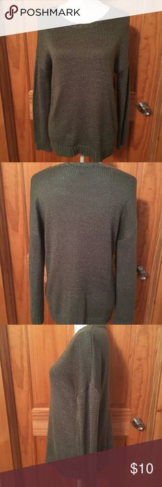 Like  Forever 21 Think knit sweater!!! Like new olive green forever 21 thick knot sweater. Great for the fall and winter with legging or jeans and a pair of riding boots or booties!! Forever 21 Sweaters Crew & Scoop Necks